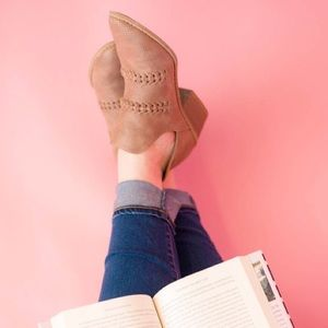 EUC {UNIVERSAL THREAD} Autumn Cut-Out Ankle Boot
